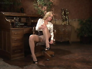 blonde mature masturbation